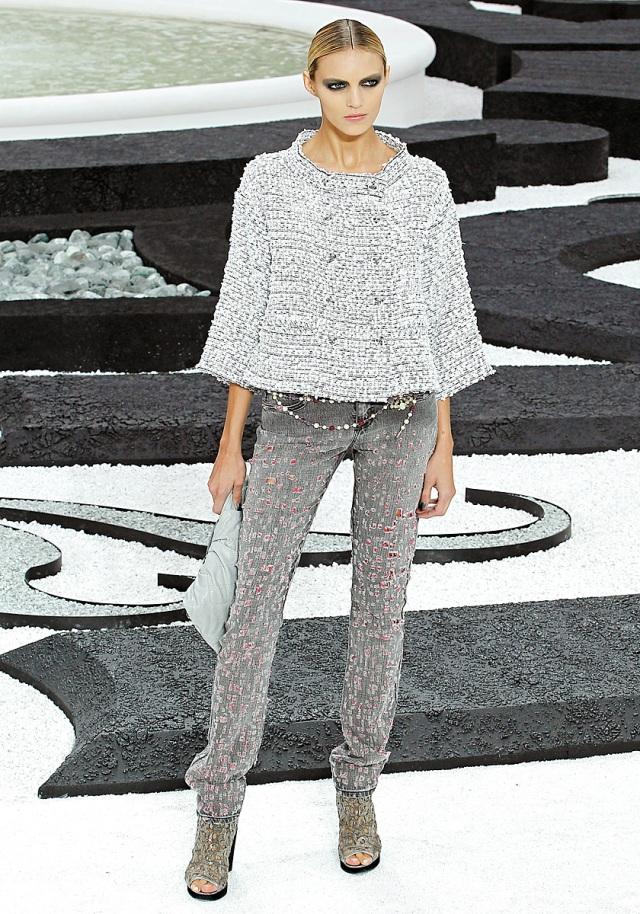 Chanel Spring 2011 - Vogue.com